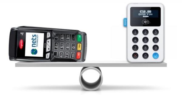 iZettle kortleser og Nets betalingsterminal på en vekt